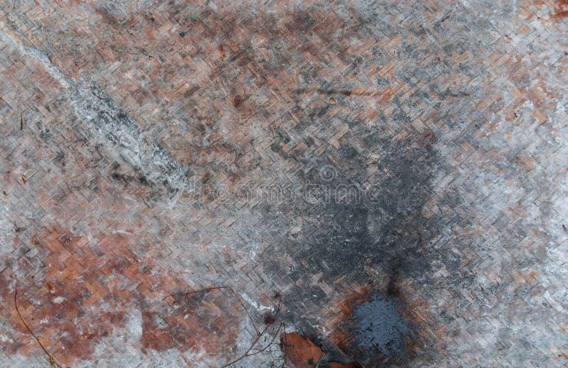 Close up ao teste padrão do fundo de tecelagem sujo do Rattan imagens de stock