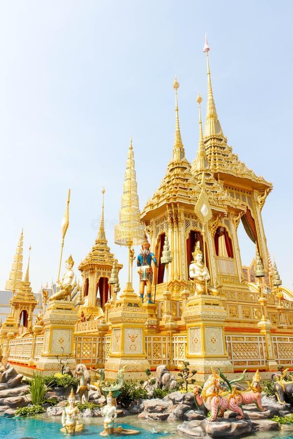 Close up a arquitetura suplementar em torno do crematório real em Tailândia no 4 de novembro de 2017 imagem de stock