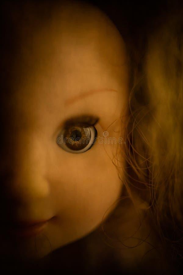 Close up assustador da boneca imagem de stock