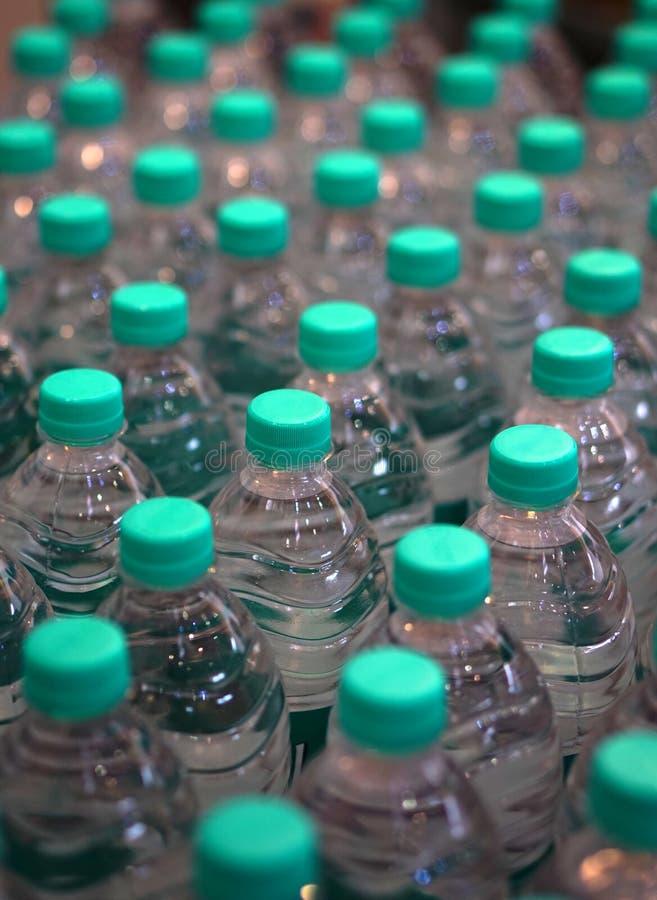 Close up da água potável empacotada fotografia de stock royalty free