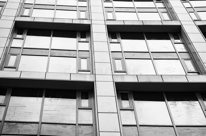Close-up da arquitetura moderna Windows, fachada de vidro do fora foto de stock royalty free