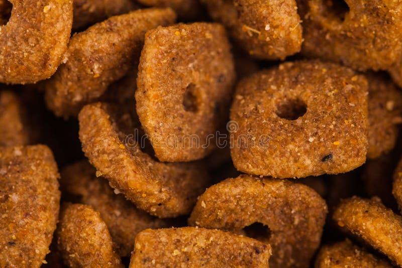 Close up da comida de gato seca imagem de stock royalty free