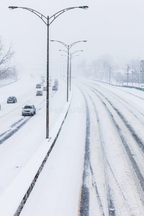 Close-up da estrada nevado de cima de fotografia de stock royalty free