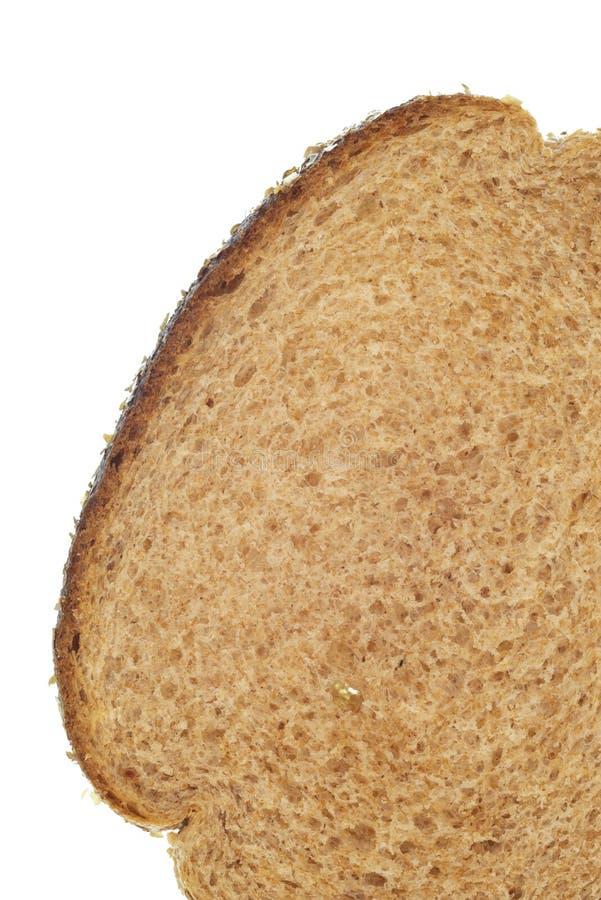Close-up da fatia de pão integral inteiro no branco fotografia de stock