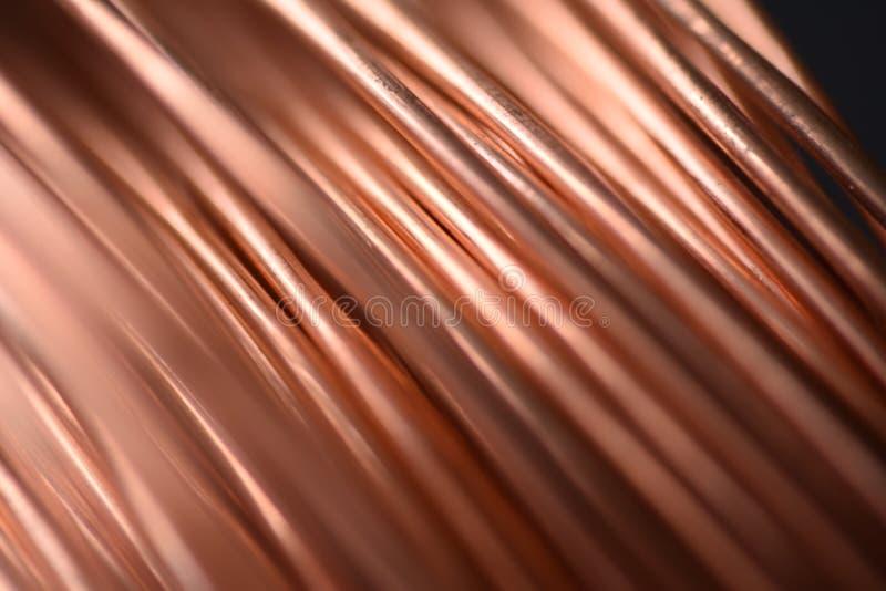 Close up da fiação de cobre da bobina com foco em um fio imagem de stock