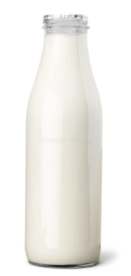 Close-up da garrafa de leite isolado no branco imagem de stock