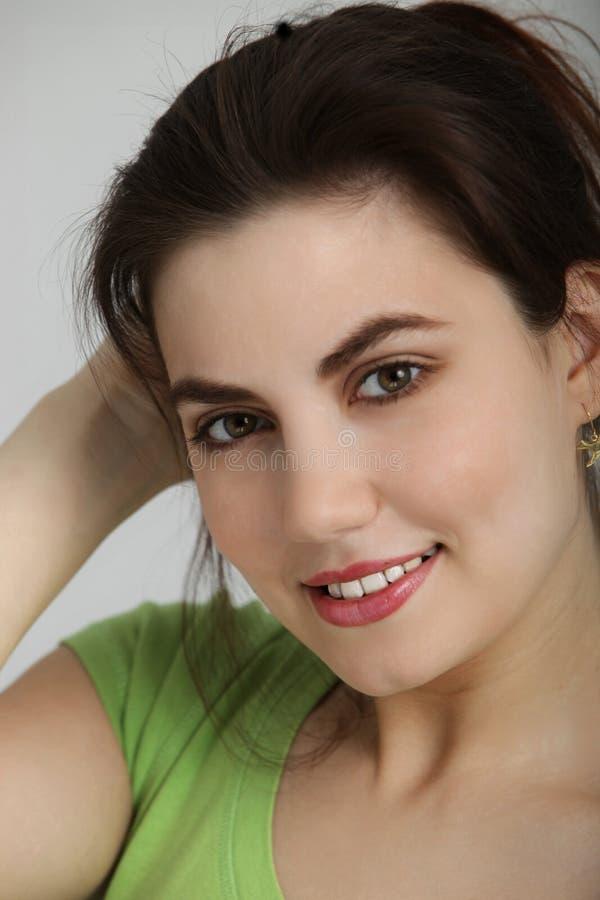 Close-up da jovem mulher com cabelo escuro imagem de stock royalty free