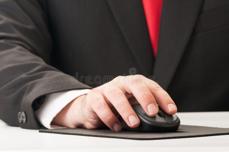Close up da mão e do rato imagens de stock