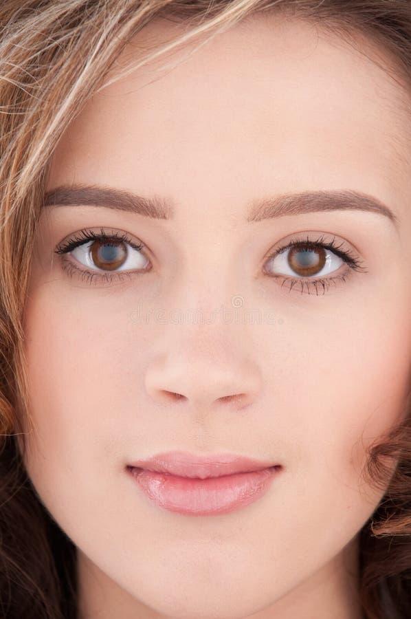 Close-up da menina bonita com maekeup desobstruído imagem de stock royalty free