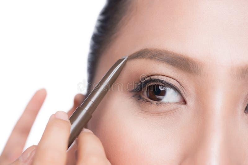 Close up da mulher asiática glamoroso bonita com miliampère profissional imagens de stock