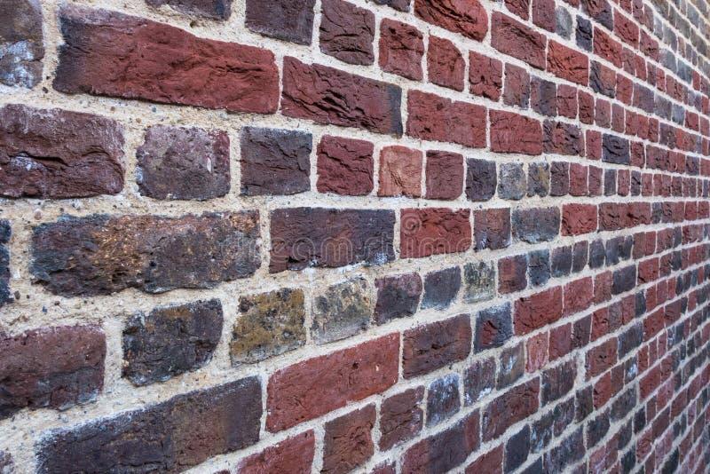 Close-up da parede exterior do architeture de Tudor do tijolo vermelho foto de stock royalty free