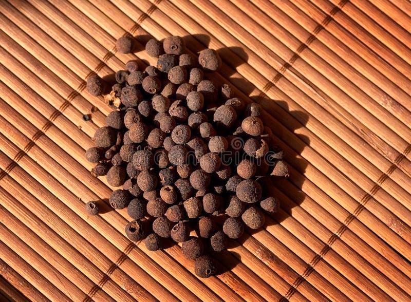 Close-up da pimenta da Jamaica foto de stock