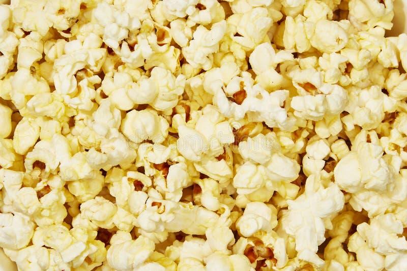 Close up da pipoca amarela fresca da manteiga foto de stock