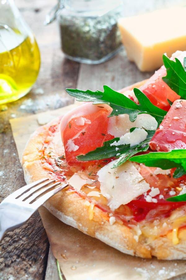 Download Close up da pizza de Italy foto de stock. Imagem de queijo - 26514978