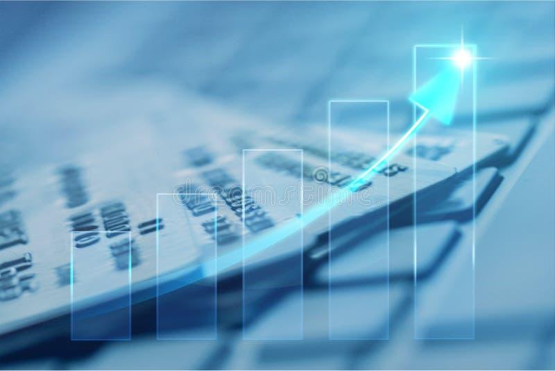 Close-up da seta digital no cartão de crédito foto de stock