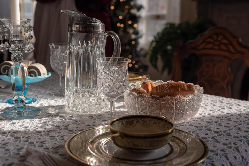 Close up da tabela da sala de jantar na época de Natal foto de stock royalty free