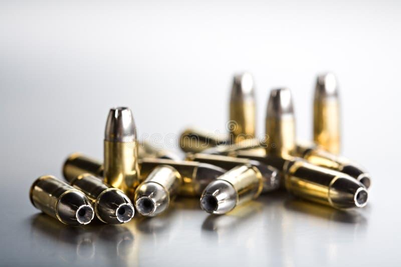 Close up das balas no brushe frio fotos de stock