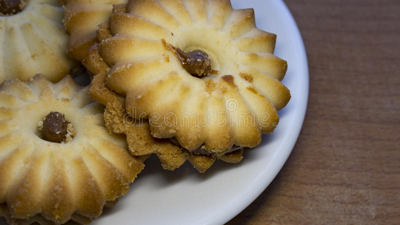 Close-up das cookies em um fundo de uma xícara de café fotografia de stock royalty free
