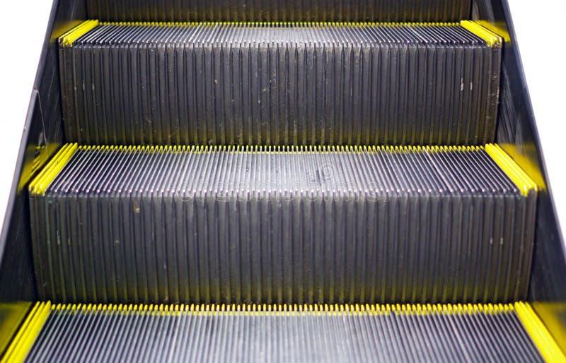 Close up das etapas de escada rolante imagem de stock
