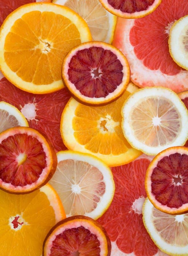 Close-up das partes de citrino cortado foto de stock