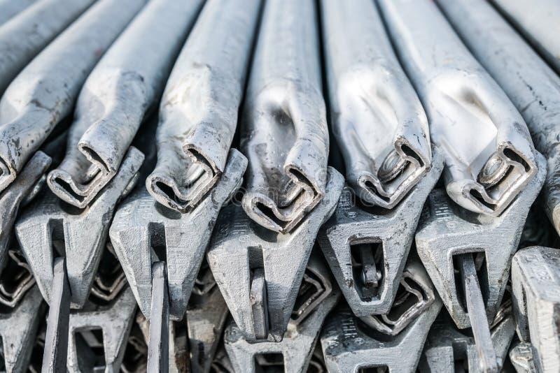 Close up de aço dos polos do andaime - industr da construção civil fotos de stock royalty free