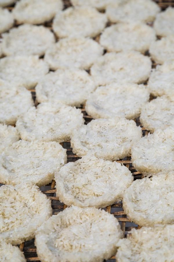 Close up de bolos de arroz em Laos fotografia de stock royalty free