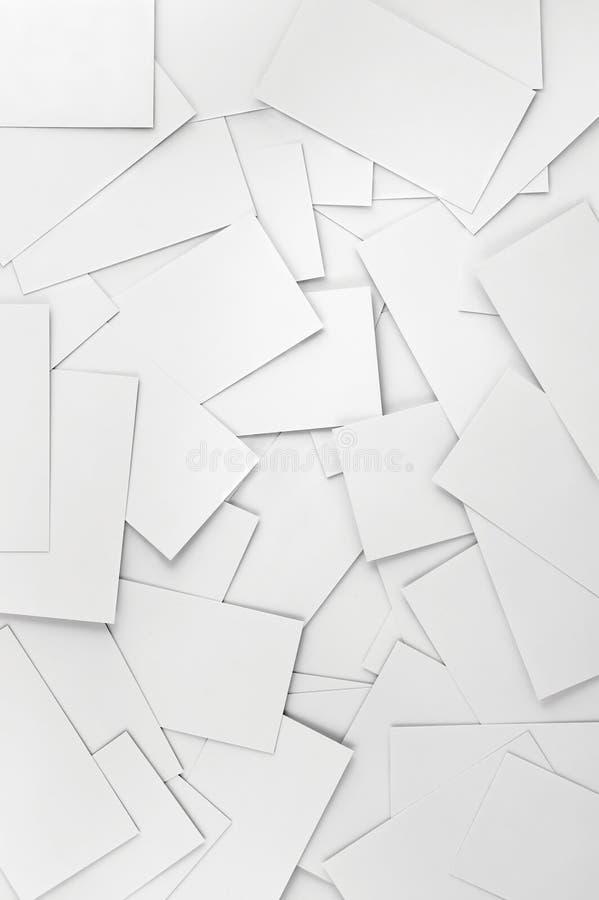 Close up de cartões brancos vazios vazios, grande teste padrão vertical detalhado do fundo imagem de stock royalty free