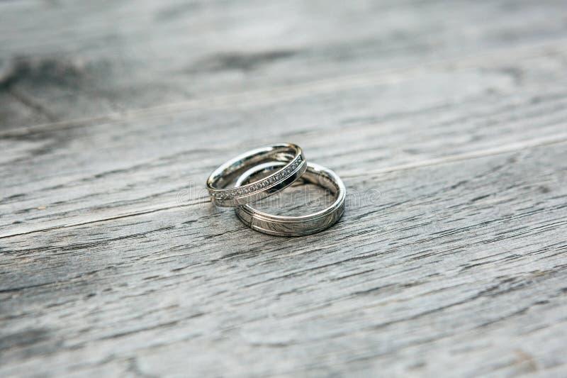 Close up de an?is de casamento imagens de stock royalty free