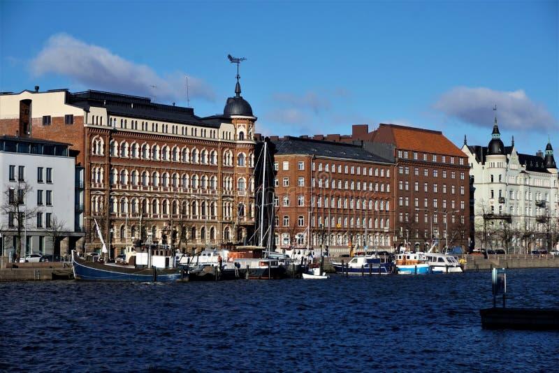 Close-up de casas residenciais no porto de Helsínquia foto de stock royalty free