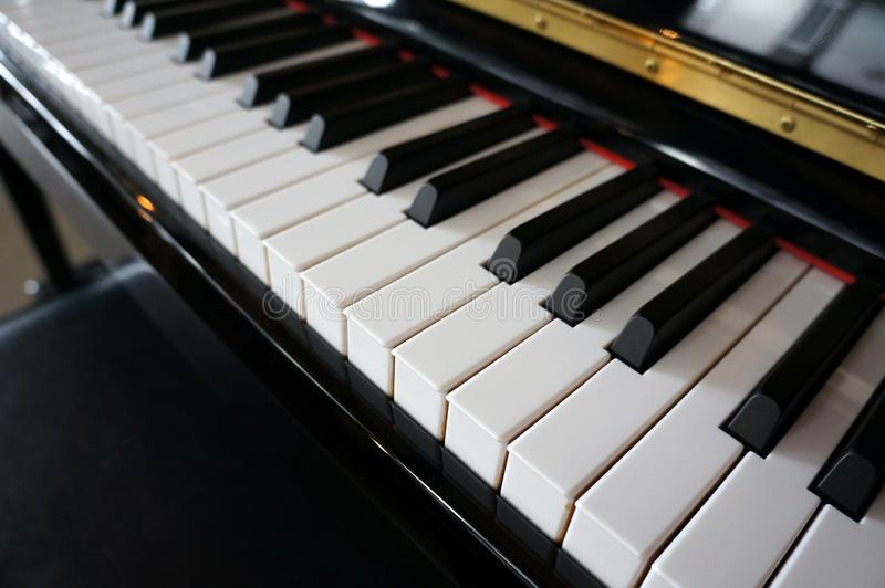 Close-up de chaves do piano vista frontal próxima imagem de stock royalty free