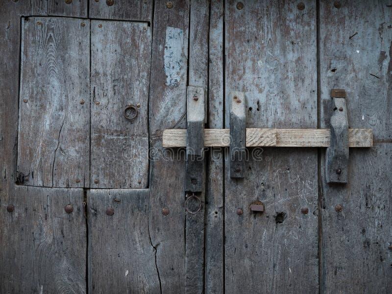 Close-up de madeira rústico e velho da porta fotografia de stock royalty free