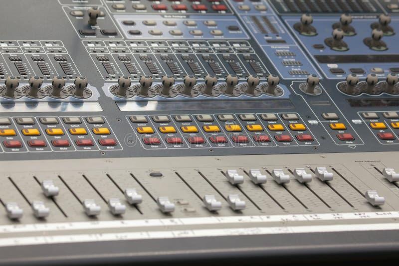 Close up de mistura sadio do console de Digitas imagens de stock royalty free