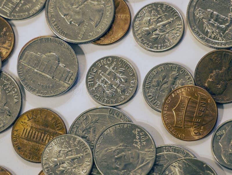 Close up de moedas americanas sortidos currency Fundo imagens de stock