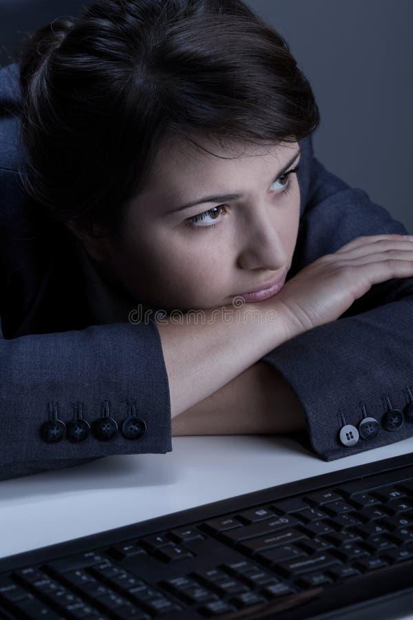 Close-up de mulher de negócios deprimida fotografia de stock royalty free