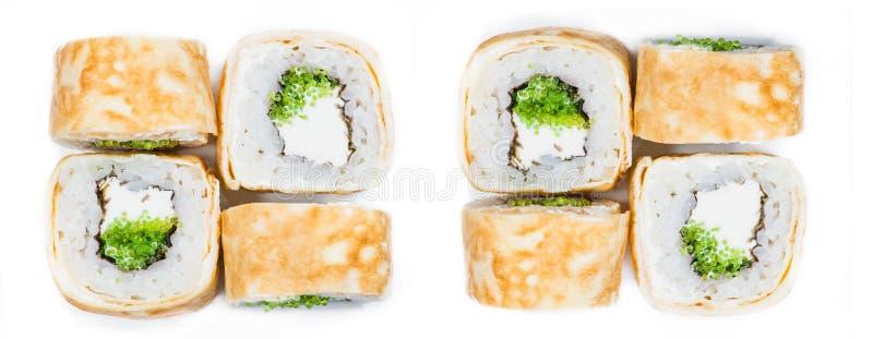 Close-up de rolos de sushi japoneses frescos tradicionais do marisco na fotografia de stock