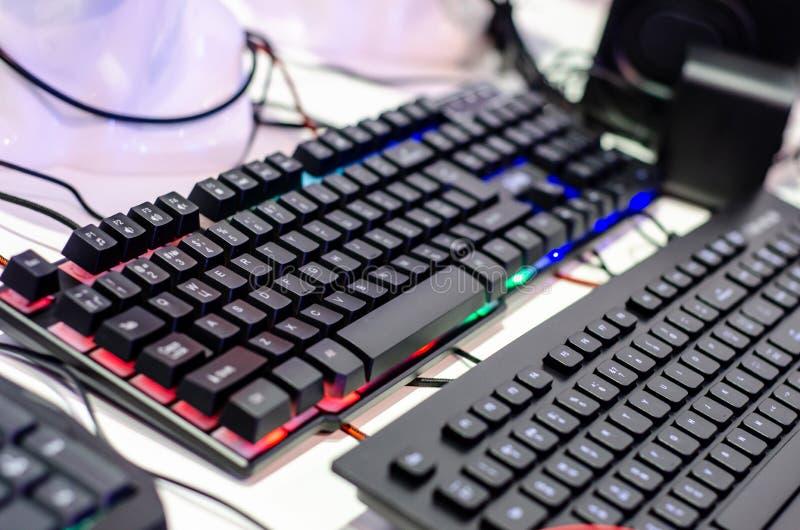 Close-up de teclados do jogo na loja imagem de stock