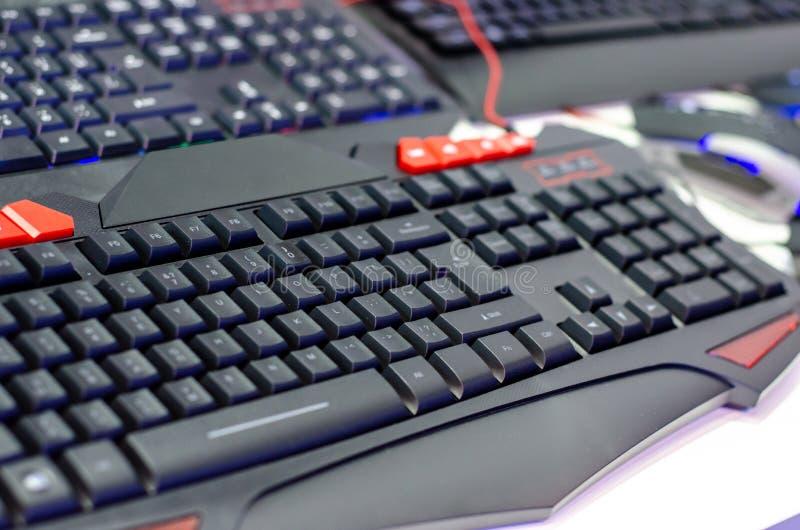 Close-up de teclados do jogo na loja fotografia de stock