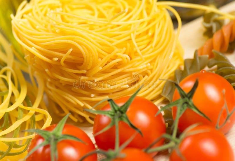 Close-up de tomates e de massa de cereja fotografia de stock