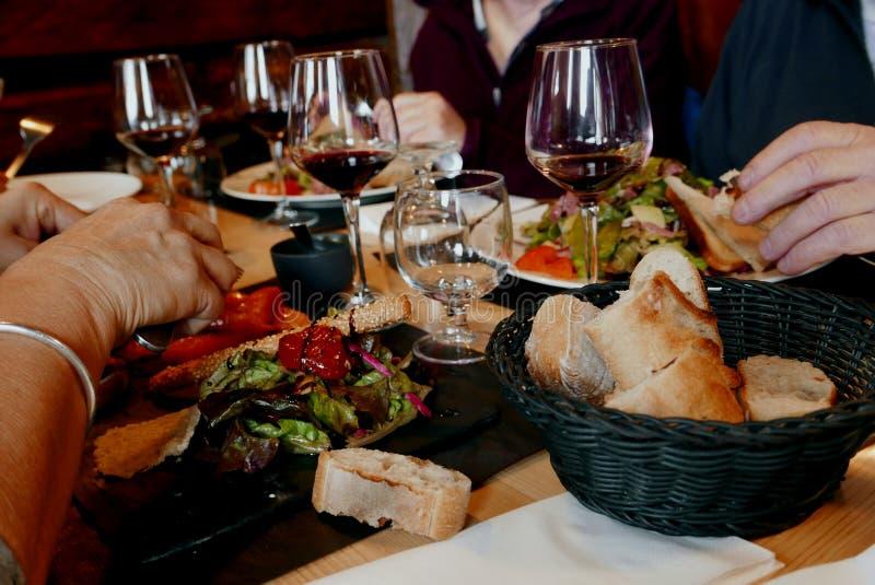 Close-up de um almoço no restaurante imagem de stock royalty free
