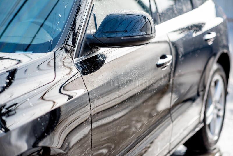 Close-up de um carro após a lavagem fotografia de stock