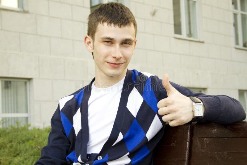 Close-up de um estudante masculino atrativo foto de stock royalty free