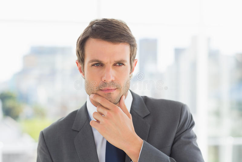 Close up de um homem de negócios novo considerável fora imagem de stock royalty free
