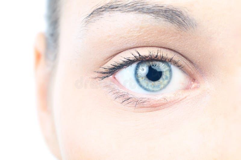 Close up de um olho fêmea fotografia de stock royalty free