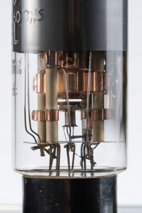 Close up de um tubo de vácuo eletrônico velho fotografia de stock royalty free