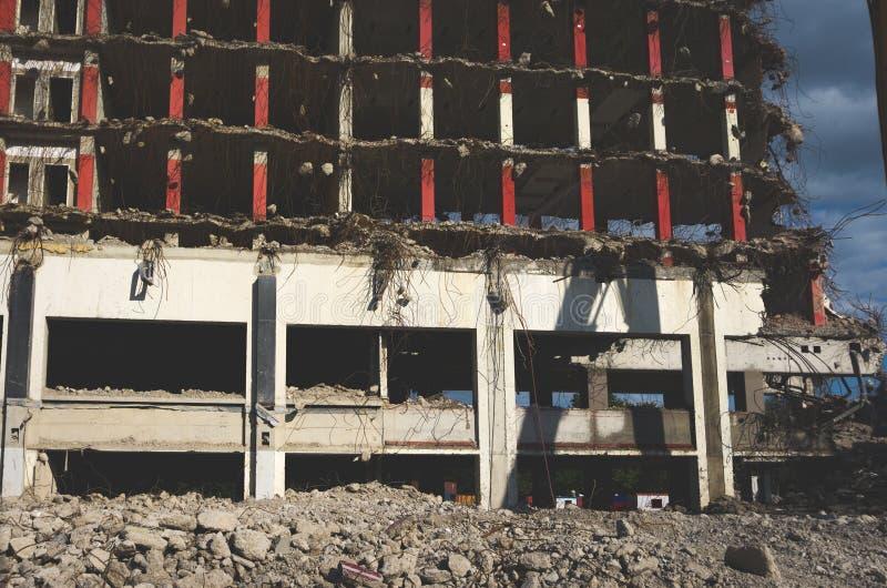Close-up de uma construção que está sendo demulido imagem de stock royalty free