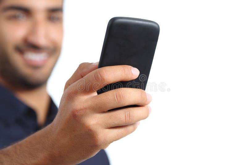 Close up de uma mão do homem usando um telefone esperto fotos de stock