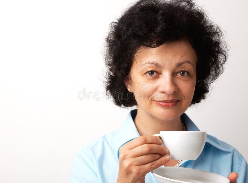 Close-up de uma mulher com copo. imagens de stock royalty free