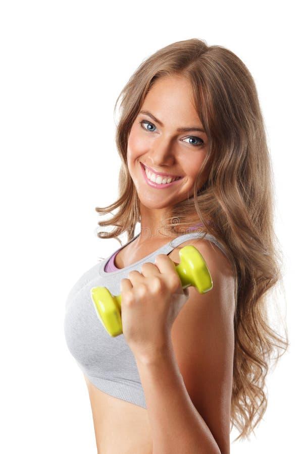 Close up de uma mulher de sorriso bonita com pesos imagens de stock royalty free