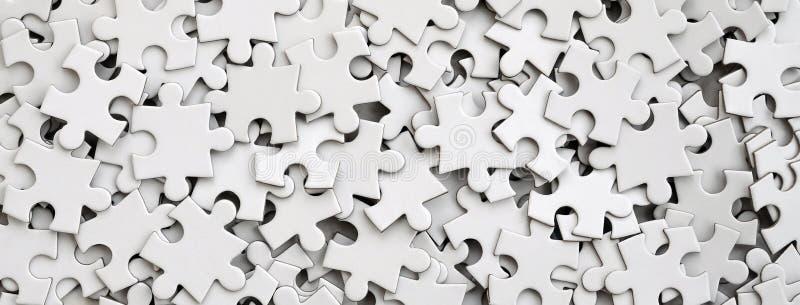 Close-up de uma pilha de elementos uncompleted de um enigma branco Um grande número de partes retangulares de um grande mosaico b imagem de stock royalty free
