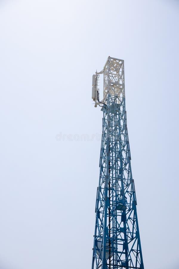 Close up de uma torre de antena da telecomunicação do rádio de Japão fotografia de stock